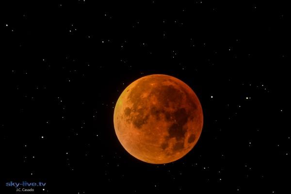 Total lunar eclipse (Juan Carlos Casado)